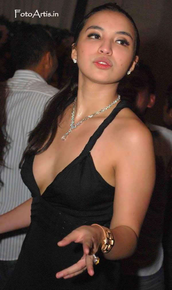 manohara-hot2
